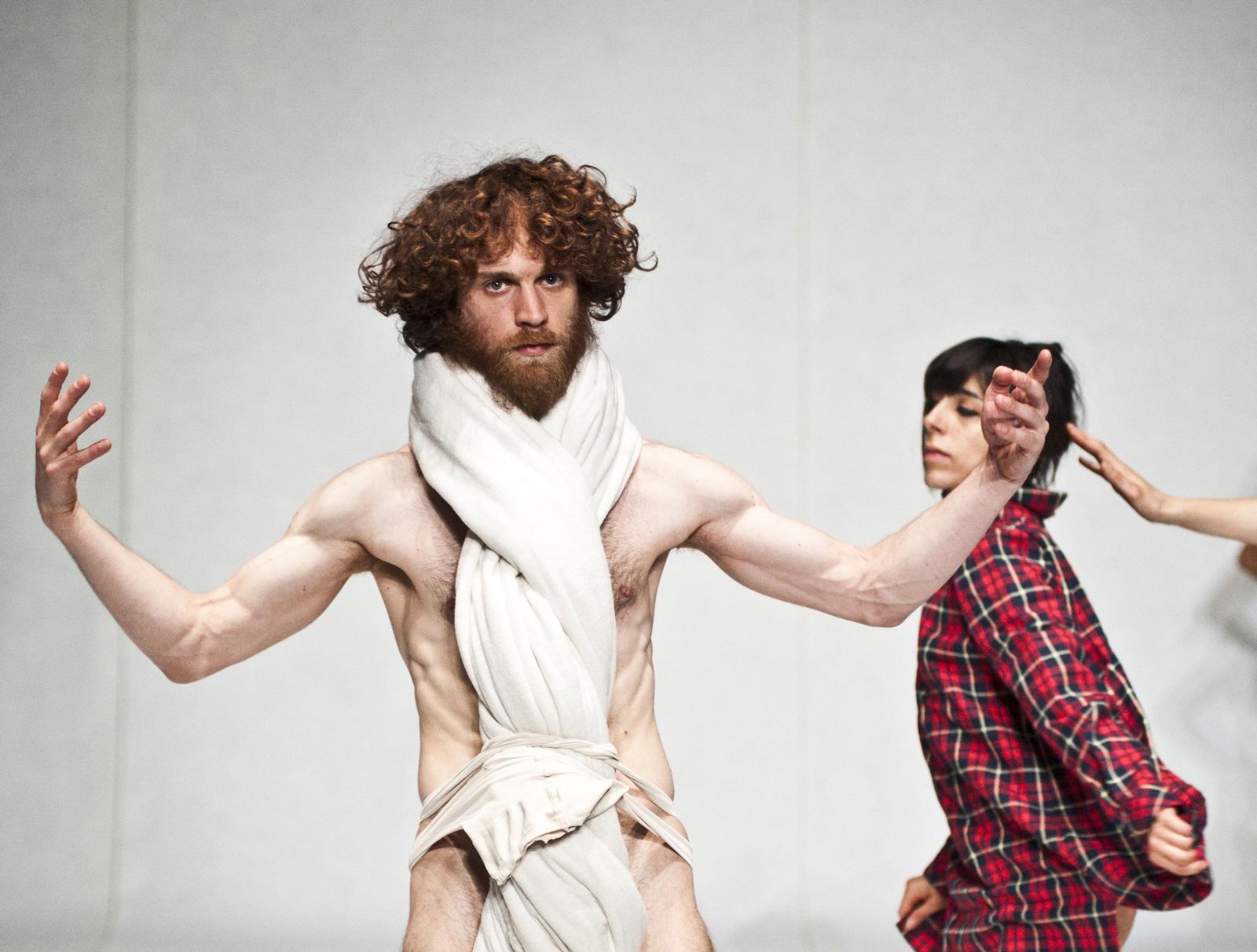 Coreografia ballerino con barba