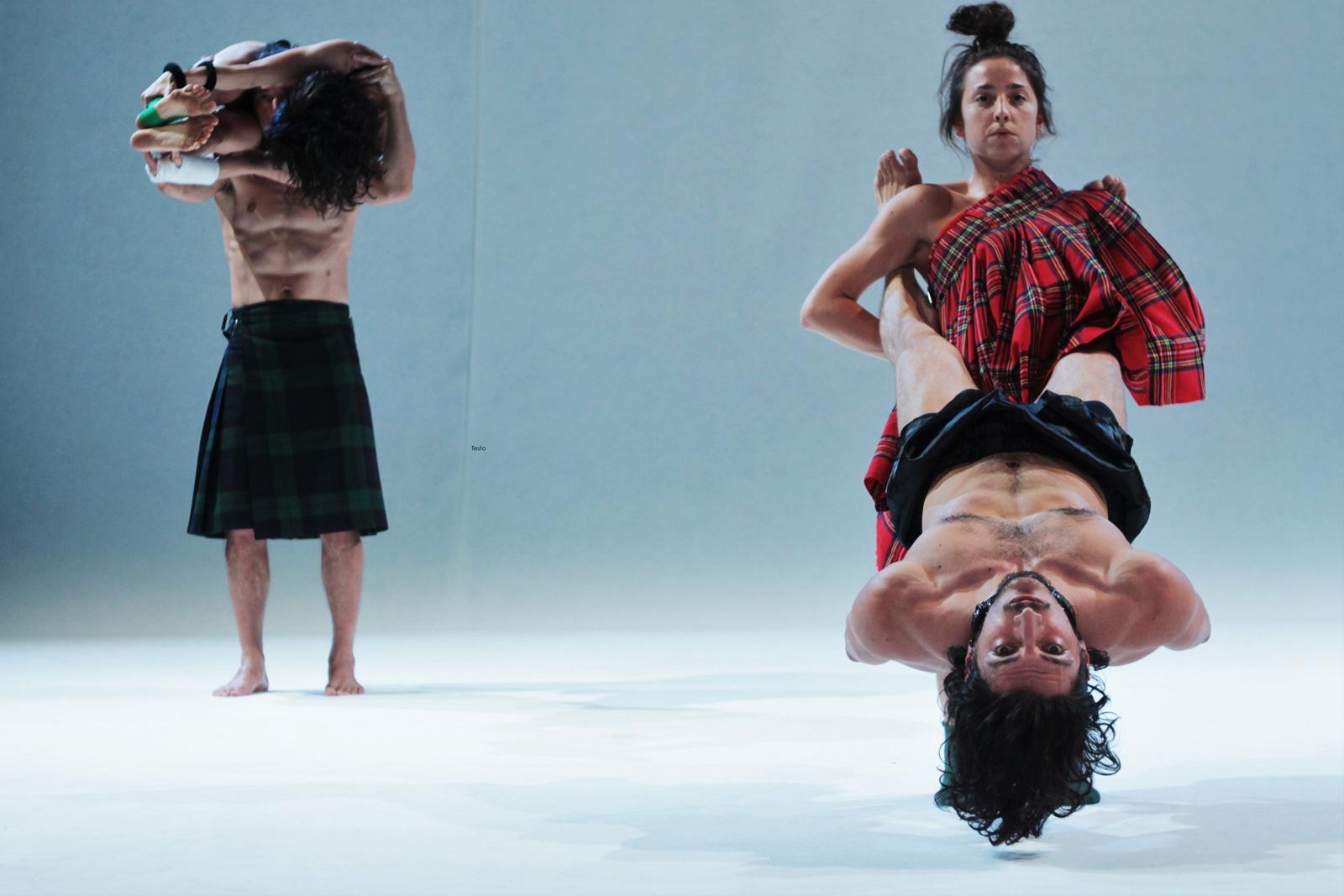 Coereografia di 4 quattro ballerini in coppia uomo e donna