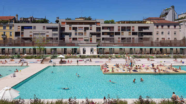 Dating spettacolo piscina